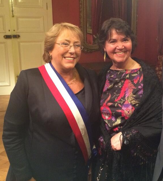 Beatriz Manz (right) with Chilean President Michelle Bachelet