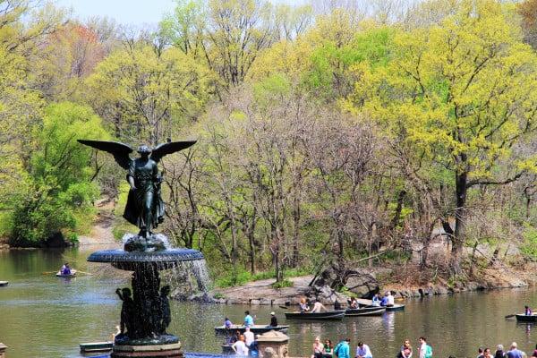 Bethesda Fountain, Central Park.  Courtesy Ingfbruno. Creative Commons Attribution-Share Alike