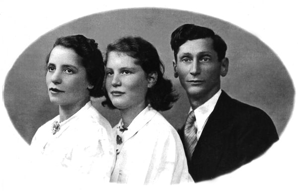 Dora Bruder with her mother and father.