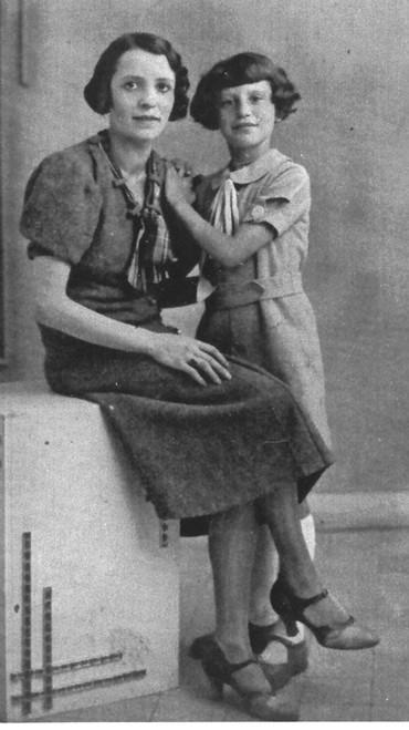 Dora Bruder with her mother
