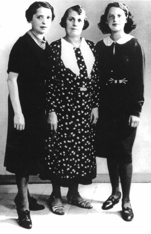 Dora Bruder with her mother and grandmother