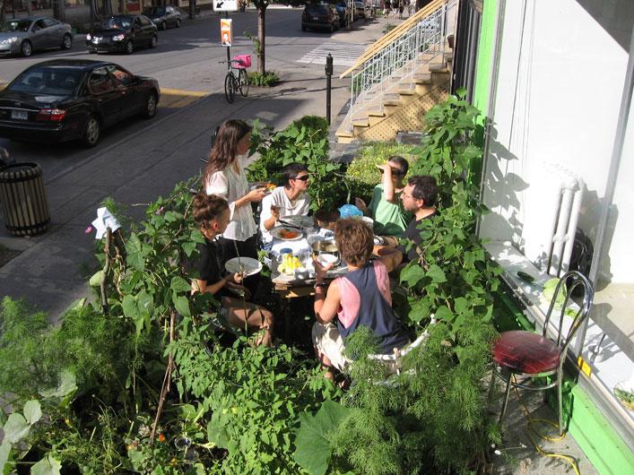 <p>Nicole Fournier: <em>Sidewalk Live Dining</em></p>