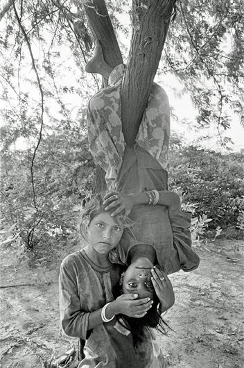 "<p><em>Urma and Nimli</em>, Lunkaransar, from the series ""Notes from the Desert,"" 1999 – 2010. Collection of the San Jose Museum of Art. Gift of, Wanda Kownacki, the Lipman Family Foundation, and Dipti and Rakesh Mathur. 2013.01.03</p>"