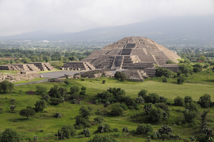 <p>Mexico, Anahuac, Teotihuacan, Moon Pyramid. (Photo by: Eye Ubiquitous/UIG via Getty Images) <br /><br /> Image courtesy of the Fine Arts Museums of San Francisco</p>