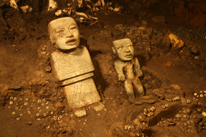 <p>Detail of two standing anthropomorphic sculptures discovered near the terminus of the tunnel beneath the Ciudadela and the Feathered Serpent Pyramid. Photograph by Sergio G&oacute;mez Ch&aacute;vez<br /> <br />Image courtesy of the Fine Arts Museums of San Francisco</p>