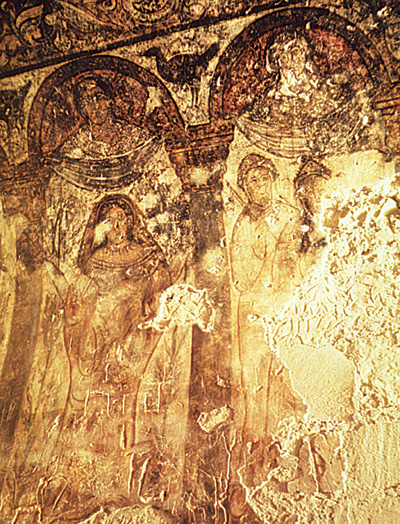 <p>Figure 21. Qusayr Amra, hall, alcove, west wall: decorative women (fresco). J. Zozaya.</p>